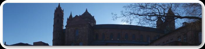 Dieses Panoramabild zeigt den Wormser Dom.